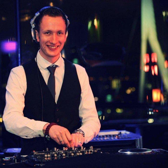 DJ Martijn | Artiest huren bij Swinging.nl
