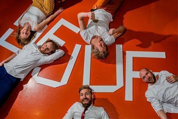 De Juf | Artiest huren bij Swinging.nl