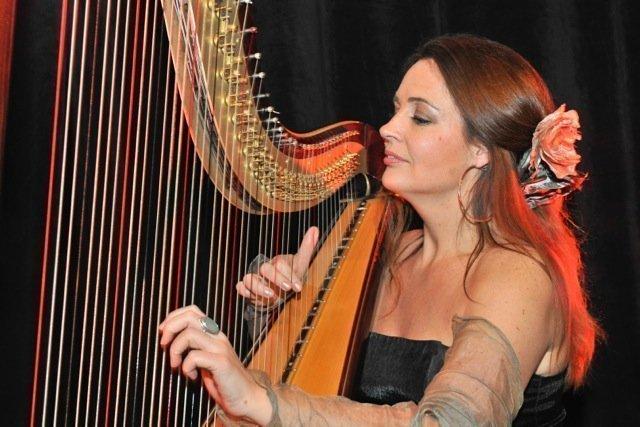 Harpiste | Artiest huren bij Swinging.nl