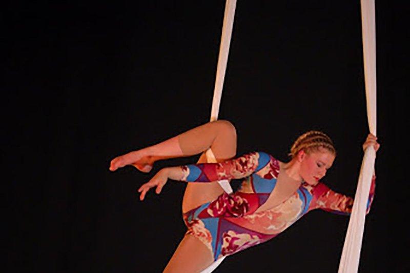 Tissue act | Artiest huren bij Swinging.nl