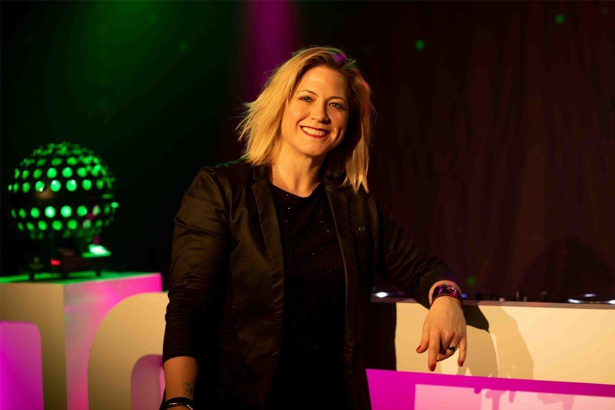 DJ Nicky | Artiest huren bij Swinging.nl