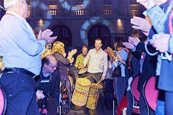 Percussie show | Artiest huren bij Swinging.nl