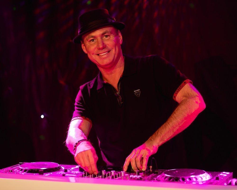 DJ Niels | Artiest huren bij Swinging.nl