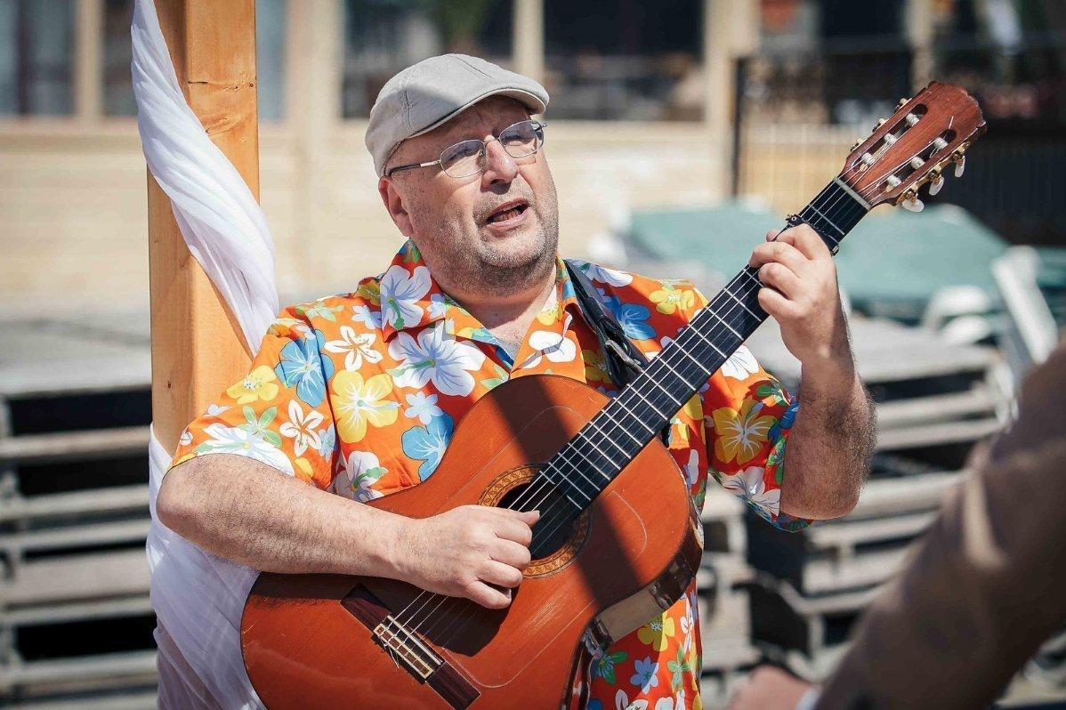 Spaanse gitarist Don Carlos | Artiest huren bij Swinging.nl