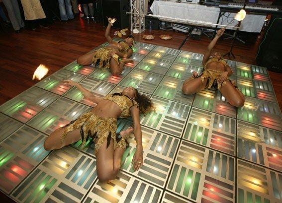 Limbo dansshow | Artiest huren bij Swinging.nl