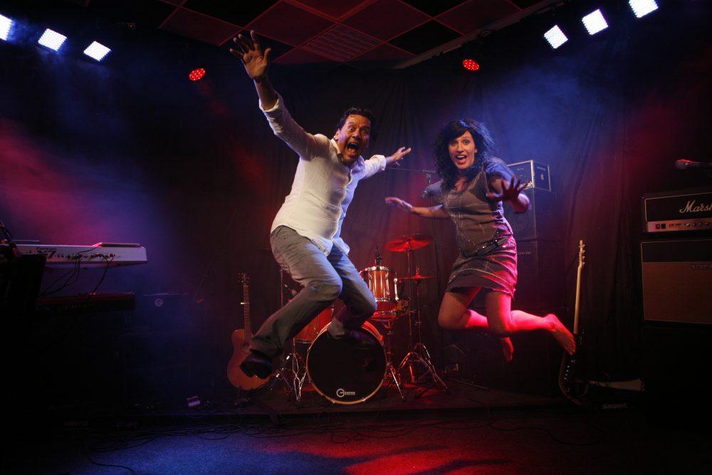 Skip the DJ | Artiest huren bij Swinging.nl