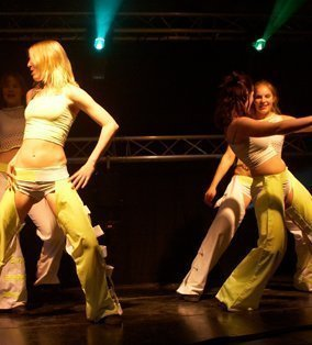 Seventies & Eighties dansshow | Artiest huren bij Swinging.nl