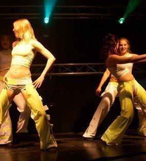 Seventies & Eighties dansshow | Artiest huren bij Swinging.nl