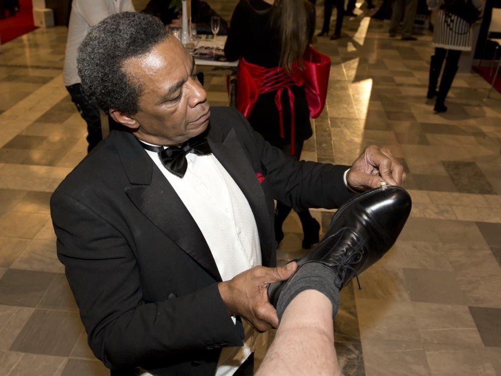 Amerikaanse schoenenpoetser | Artiest huren bij Swinging.nl