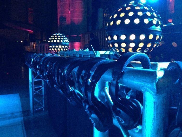 Stille Disco | Artiest huren bij Swinging.nl