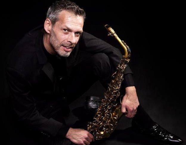 Saxofonist Jay | Artiest huren bij Swinging.nl