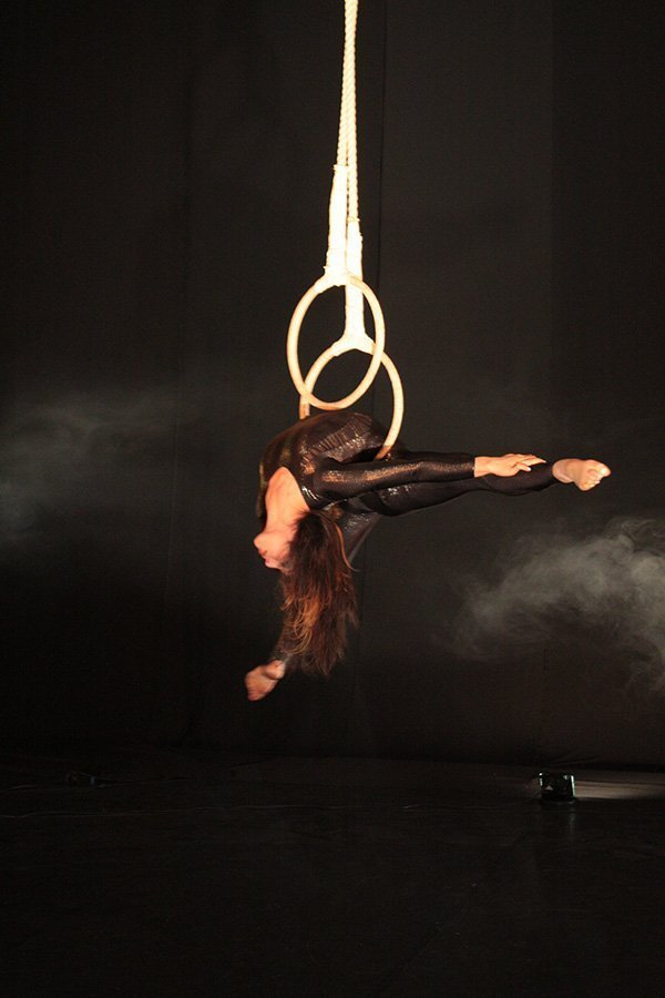 Aerial Rings | Artiest huren bij Swinging.nl