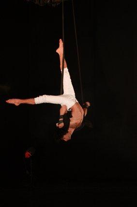 Aerial Straps | Artiest huren bij Swinging.nl