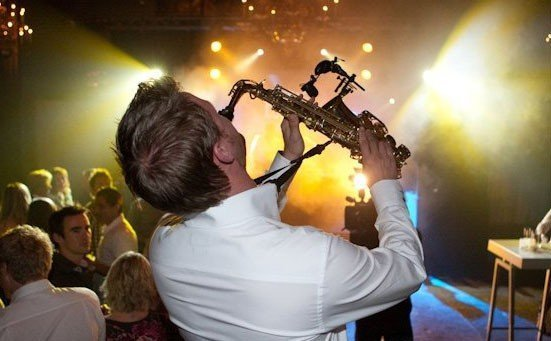 DJ & HORNS | Artiest huren bij Swinging.nl