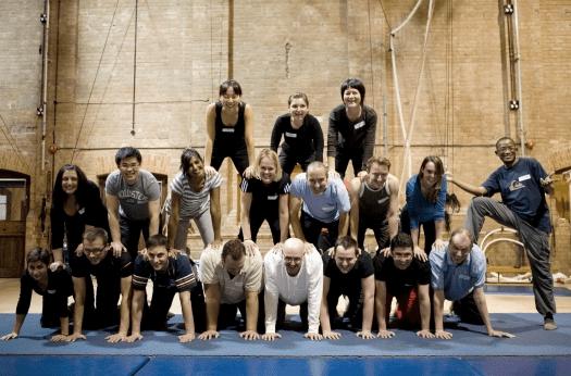 Workshop menselijke piramide | Artiest huren bij Swinging.nl