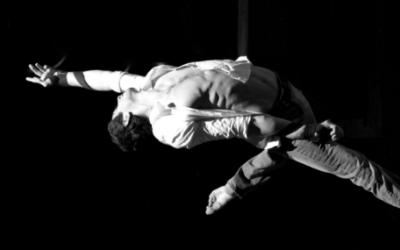 Acrobatische act - Aerial straps