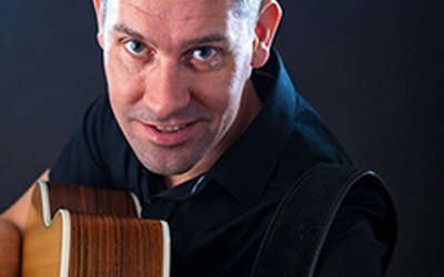 Zanger gitarist Paul