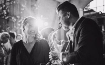 De saxofoon spelende DJ | Swinging.nl