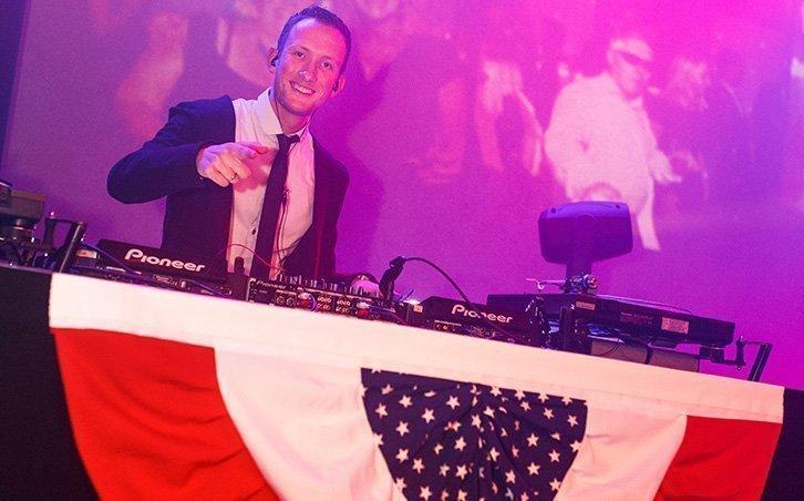 Bedrijfsfeest organiseren DJ Martijn | Swinging.nl