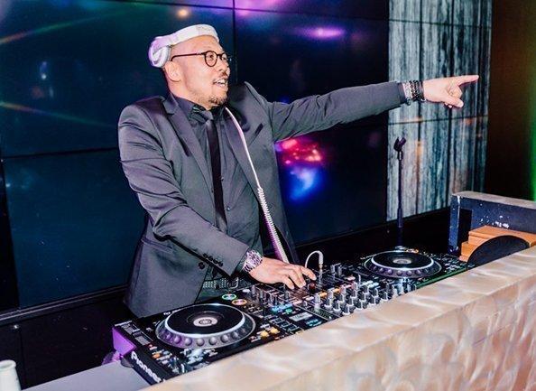 DJ met zanger boeken | Swinging.nl